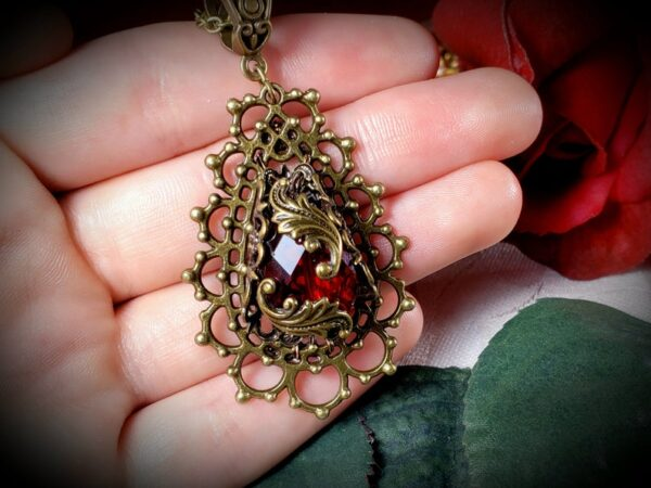 Red Bronze Pendant Neck A4